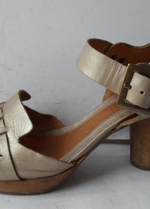 Брендовые кожаные босоножки от clarks.размер 39.5