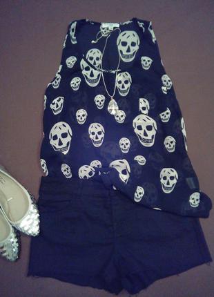 Блуза с шортами.