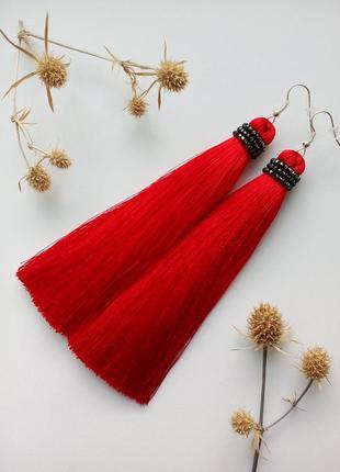 Красные шелковые серьги кисточки ручной работы с чешским бисером