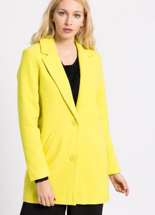 Палтот желтое яркое деми теплое