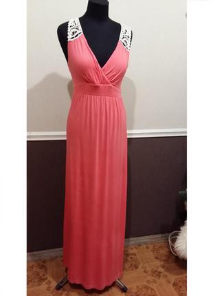 Очень красивое яркое платье с кружевом в пол next