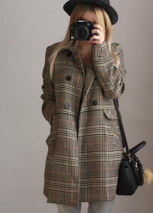 Стильне пальто в клітинку від h&m