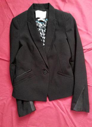 Пиджак с кожаными вставками bershka
