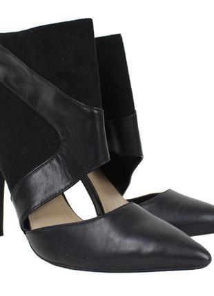 Черные туфли на шпильке с закрытым верхом 8122