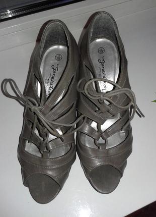 Продам новые кожаные фирмы new look туфли,босоножки