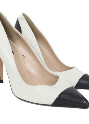 Черно-белые туфли на высоком каблуке 8128