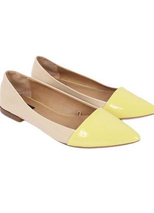 Лаковые бежево-желтые балетки с острым носком  8141