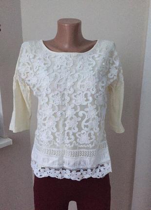 Нарядный свитер с ажурным декором