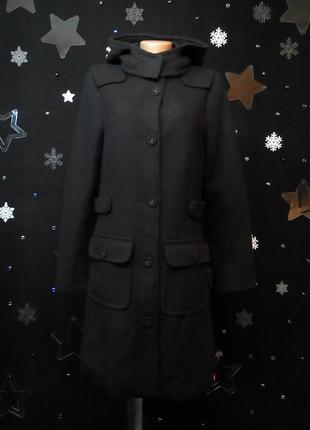 Стильнючее пальто с капюшоном и декорированой отстрочкой на локотках