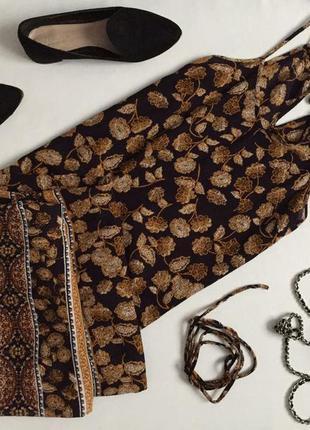 Актуальное платье в пол с разрезами по бокам