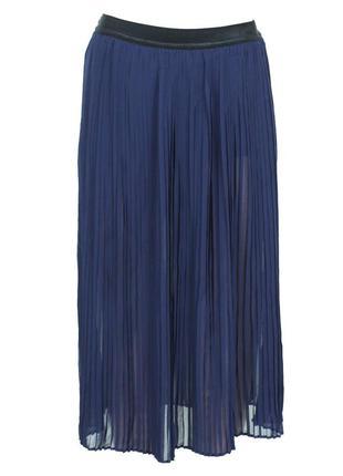 Темно-синяя плиссированная юбка