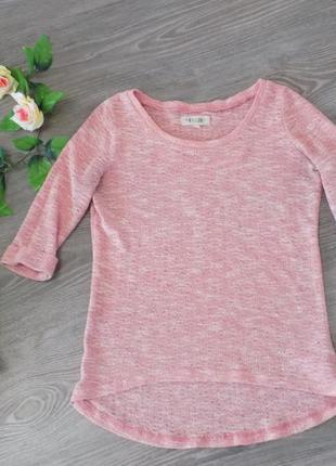 Красивый розовый свитер
