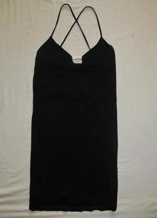 Черное коктейльное платье на бретелях