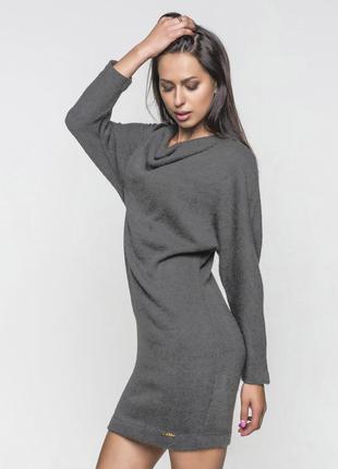 Практичное теплое платье без застежек