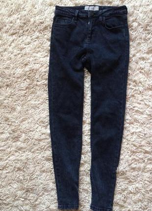 Укороченные мраморные джинсы-скинни