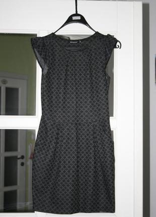 Красивое платьице в геометрический принт xs/s