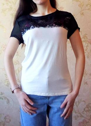 """Новая белая футболка с черным кружевом с """"ресничками"""" и просвещающимися плечами размер m-l"""