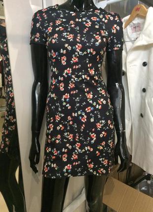 Новенька сукня в квіти від bershka