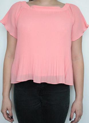 Стильная шифоновая блузка с баскской и приспущенными плечами