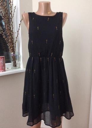 Платье с крестиками