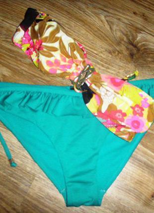 Купальник цветочный лиф бандо и  зеленые плавки с оборкой