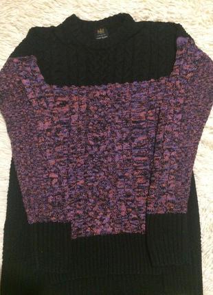 Красивый, теплый свитер средней вязки