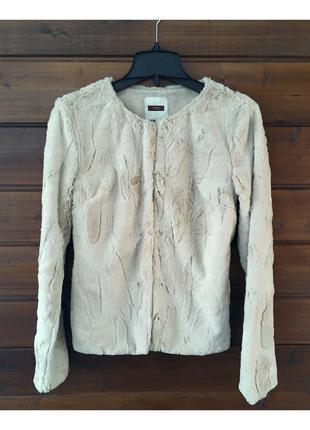 Кремовая шубка пиджак