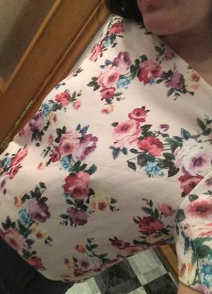 Нежная элегантная блуза интересного фасона. очень хорошее качество 36-40р