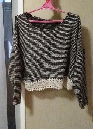 Модный коротенький свитер