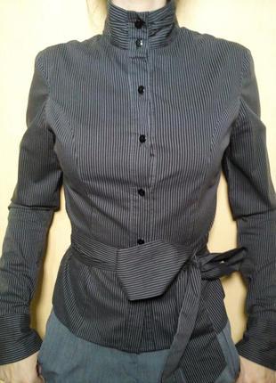 Рубашка с поясом и воротником-стойкой