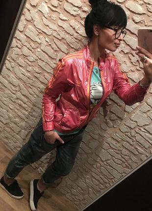 Эффектная розовая ветровка adidas original