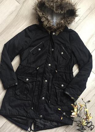 Чёрная удлиненная куртка парка с капюшоном atmosphere