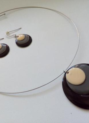 Стильный набор сережки и подвеска