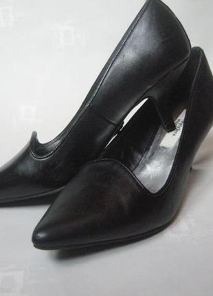 Туфли лодочки черные брендовые на каблуке от vera wang