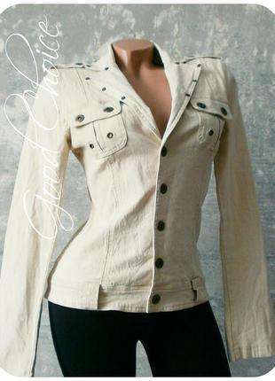 Отличная курточка-пиджак светло-бежевого цвета