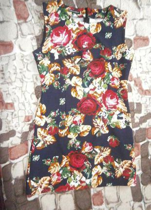 Красивое платье в цветочный принт, без рукава