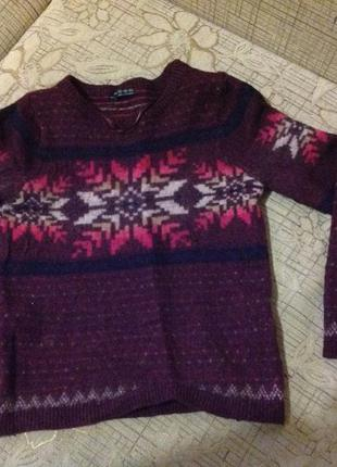 Теплый свитер с зимним узором atmosphere