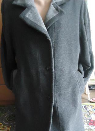 Стильное пальто графитового цвета