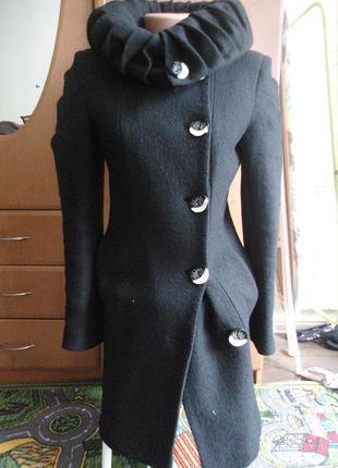 Красивое пальто, в комплекте пояс