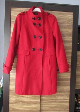 Пальто кашемировое красного цвета