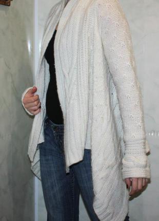 Белоснежный кардиган(кофта,свитер)bikbok с ассиметричным низом.30%шерсть. рр s-m. состояние нового!