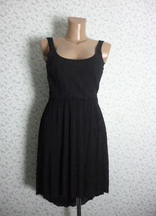 Черное гафрированное платье приталенное zara размер s , а образная юбка удлиненная сзади