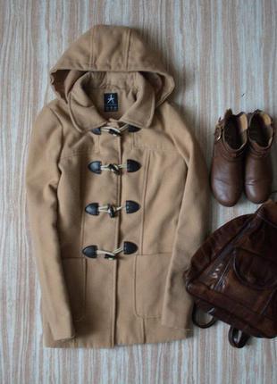 Бежевое пальто дафлкот