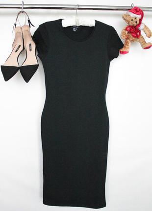 Элегантное трикотажное платье в обтяжку с коротким рукавом