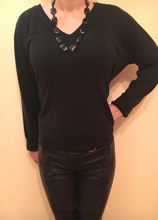 Классический черный пуловер