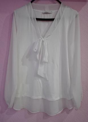 Красивая белая блуза