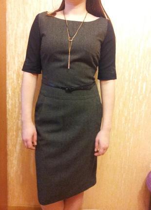 Офисное платье с вышывкой
