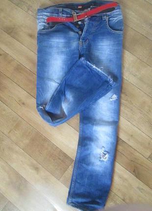 Новюсенькие джинсики!крутенные фирменные  бойфренды большого размера!!!!!!!!средняя посадка