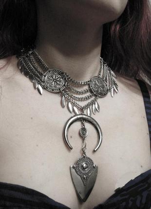 Оригинальное ожерелье чокер колье в стиле бохо нью эйдж. цвет серебро