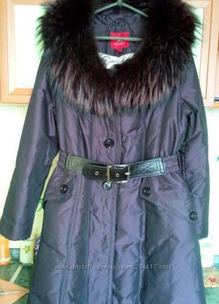 Пальто,пуховик ,натуральный мех енот